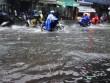 Sài Gòn mưa 15 phút, nhiều tuyến phố thành  sông