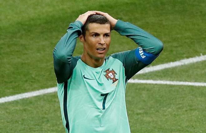 """Ronaldo """"trốn"""" phóng viên, nguyện đóng thuế ở lại Real - 1"""