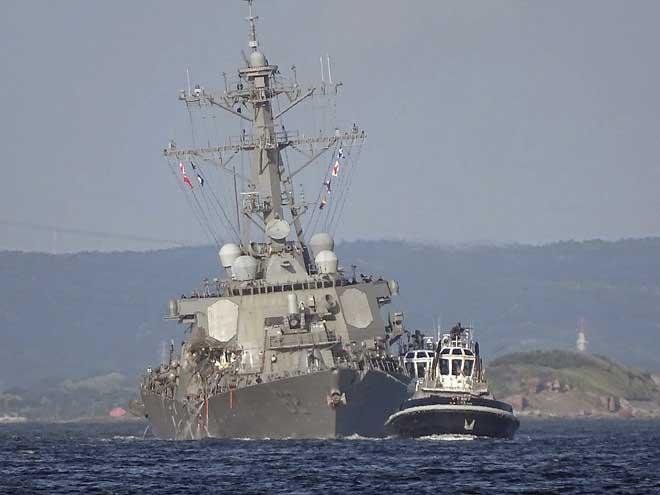 """7 thủy thủ """"tự sát"""" để cứu chiến hạm Mỹ đâm tàu hàng? - 2"""