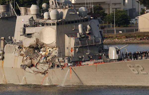 """7 thủy thủ """"tự sát"""" để cứu chiến hạm Mỹ đâm tàu hàng? - 3"""