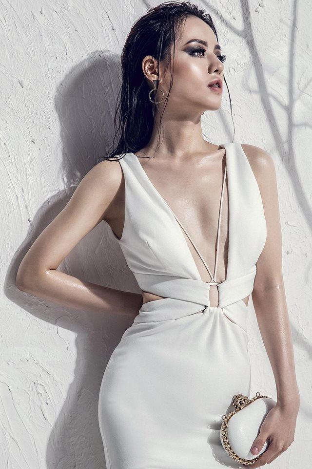 Bản sao Tâm Tít đẹp như nữ thần với váy mỏng, áo xẻ sâu - 3