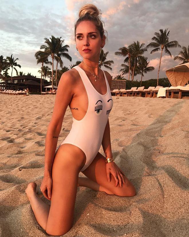 Ngây người ngắm bikini khoét hiểm của kiều nữ triệu đô - 4