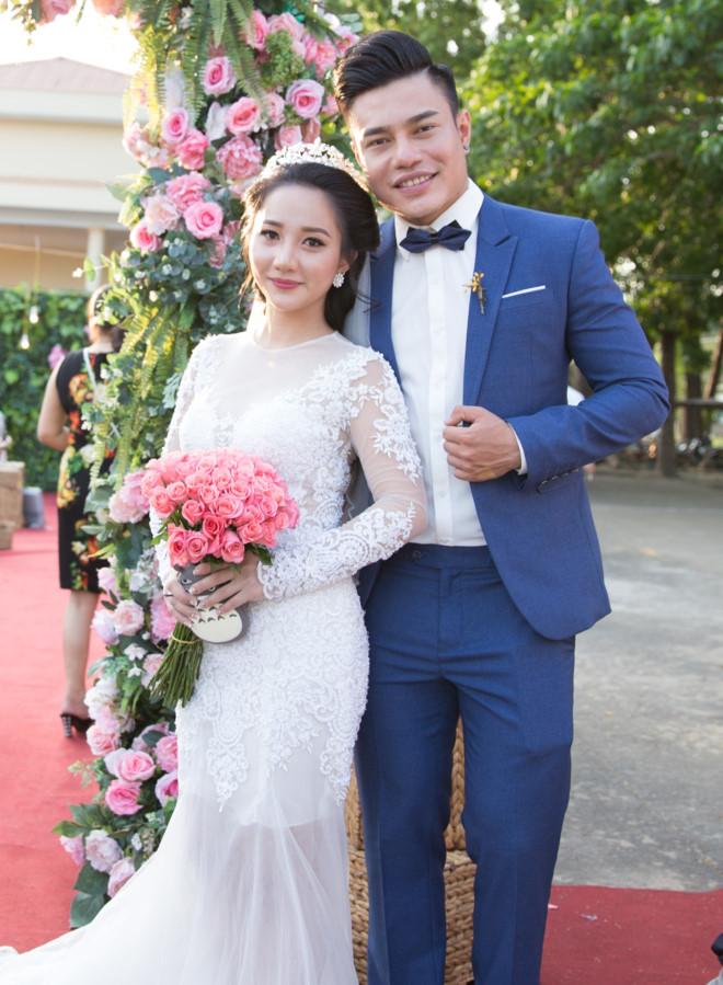 Chân dung cô vợ hot girl quản lý kiêm tài xế của quán quân Cười xuyên Việt - 1