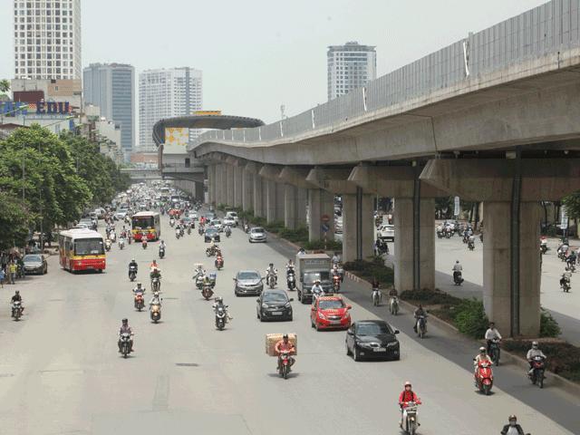 HN: Tiếp tục chặt hạ, di chuyển 130 cây xanh trên đường Kim Mã - 2