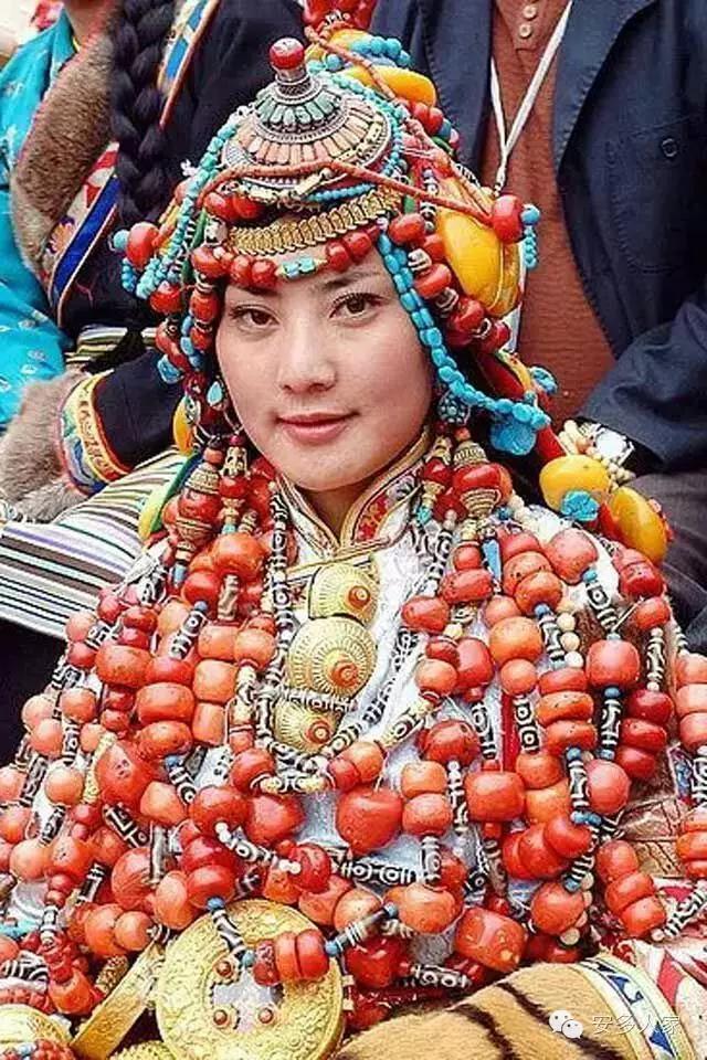 Dân tộc toàn đại gia trát đầy vàng ngọc lên người ở Tây Tạng - 9