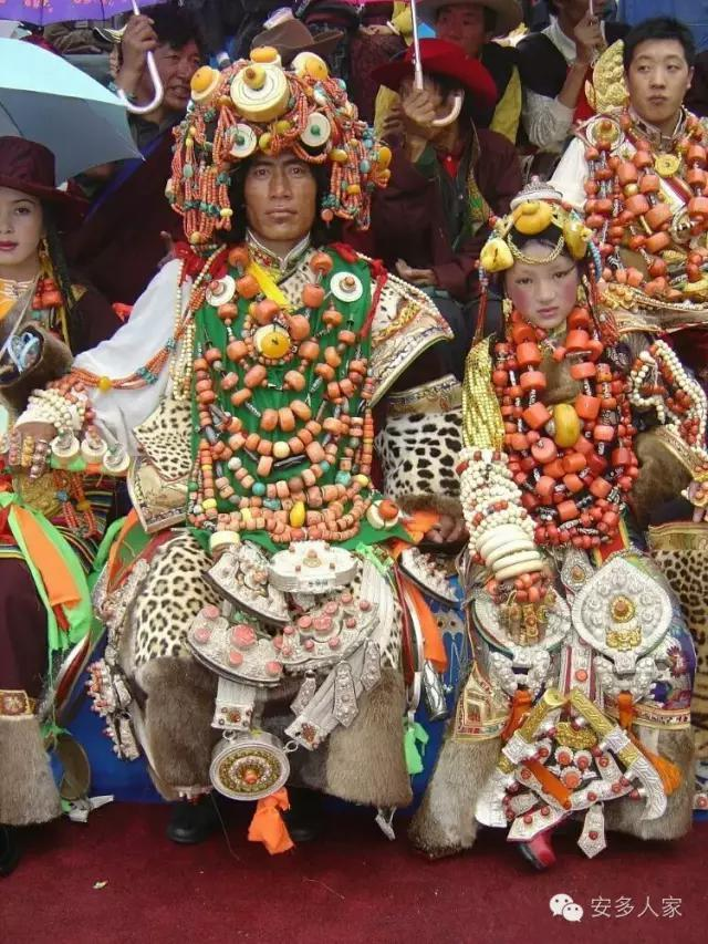 Dân tộc toàn đại gia trát đầy vàng ngọc lên người ở Tây Tạng - 4