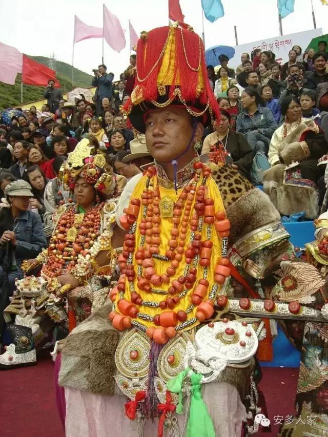 Dân tộc toàn đại gia trát đầy vàng ngọc lên người ở Tây Tạng - 6