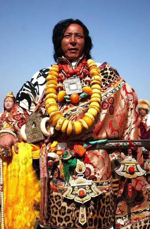 Dân tộc toàn đại gia trát đầy vàng ngọc lên người ở Tây Tạng - 7