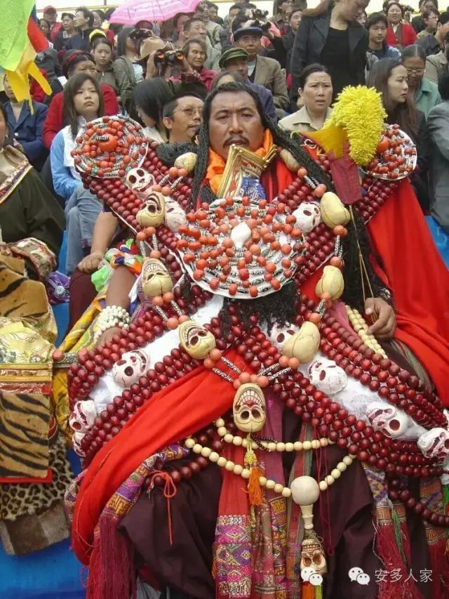 Dân tộc toàn đại gia trát đầy vàng ngọc lên người ở Tây Tạng - 3