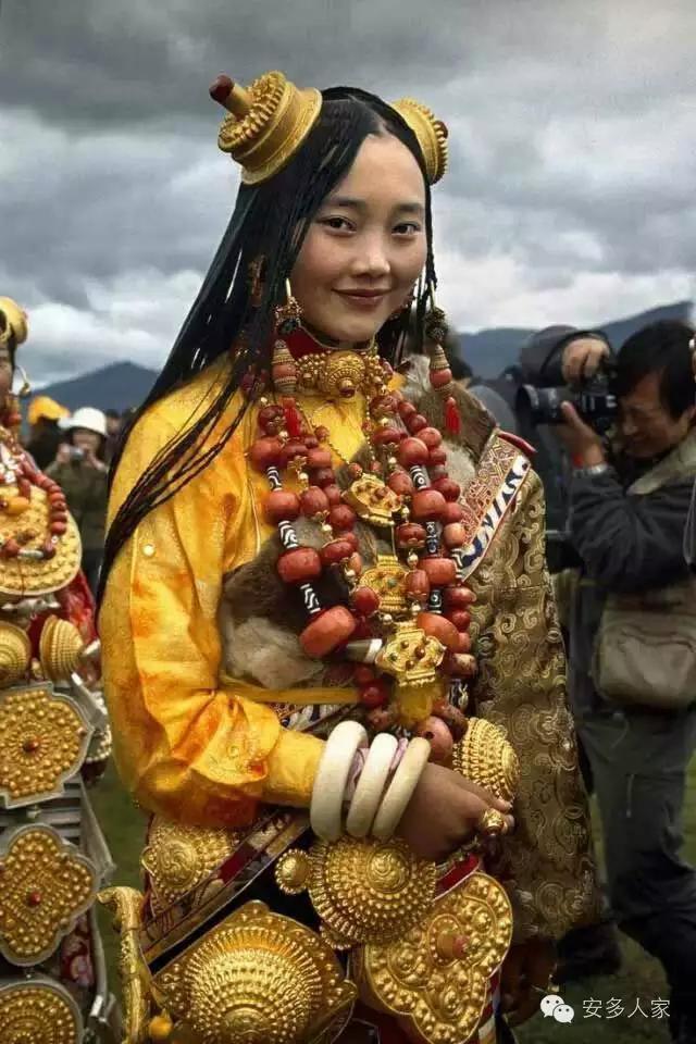 Dân tộc toàn đại gia trát đầy vàng ngọc lên người ở Tây Tạng - 12