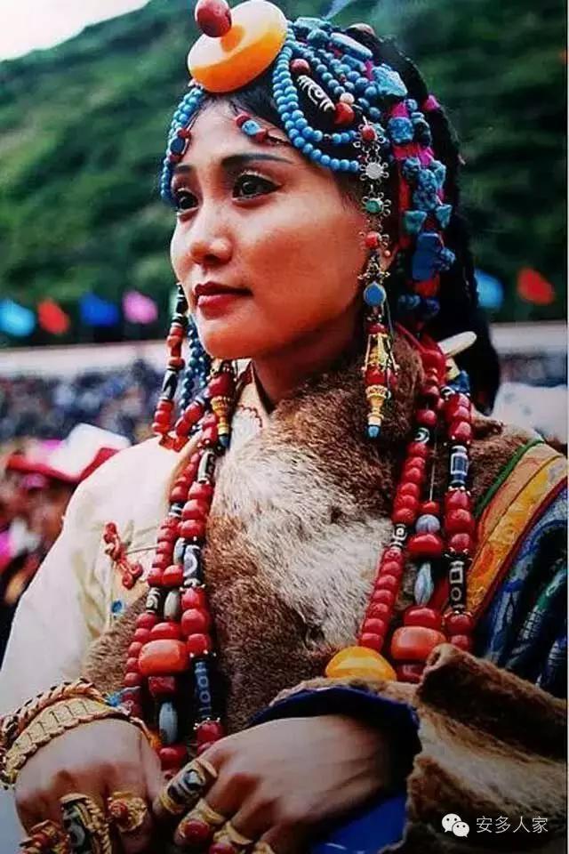 Dân tộc toàn đại gia trát đầy vàng ngọc lên người ở Tây Tạng - 10