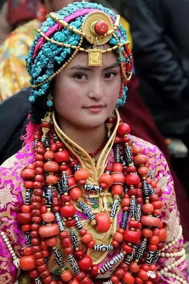 Dân tộc toàn đại gia trát đầy vàng ngọc lên người ở Tây Tạng - 13