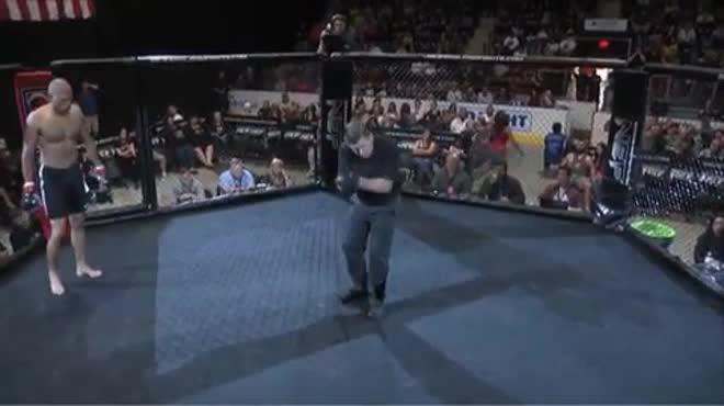 """MMA số 1 năm: """"McGregor đệ nhị"""" 4 giây đấm gục đối thủ"""