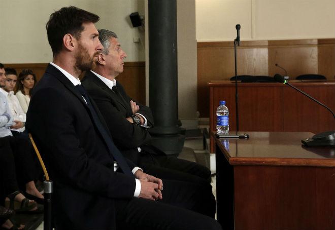 """Messi """"trêu ngươi"""" Barca: Không gia hạn, miễn phí đến Man City"""