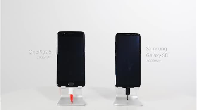 """OnePlus 5 và Samsung Galaxy S8: """"Ai"""" sạc nhanh hơn?"""