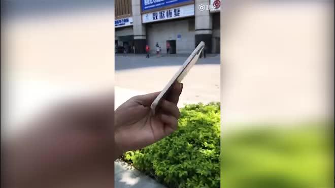 Video trên tay iPhone 8 với cảm biến dấu vân tay ở mặt sau