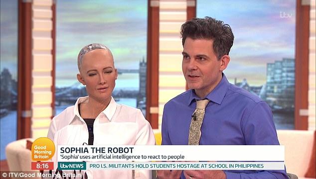Anh: Robot nữ lên TV nói năng, đối đáp như người thật - 3