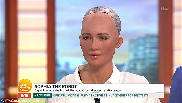 Anh: Robot nữ lên TV nói năng, đối đáp như người thật - 2