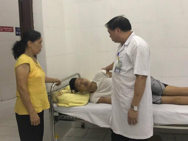 Một giờ căng thẳng giải cứu bệnh nhân đòi tự tử từ tầng 18 BV Bạch Mai