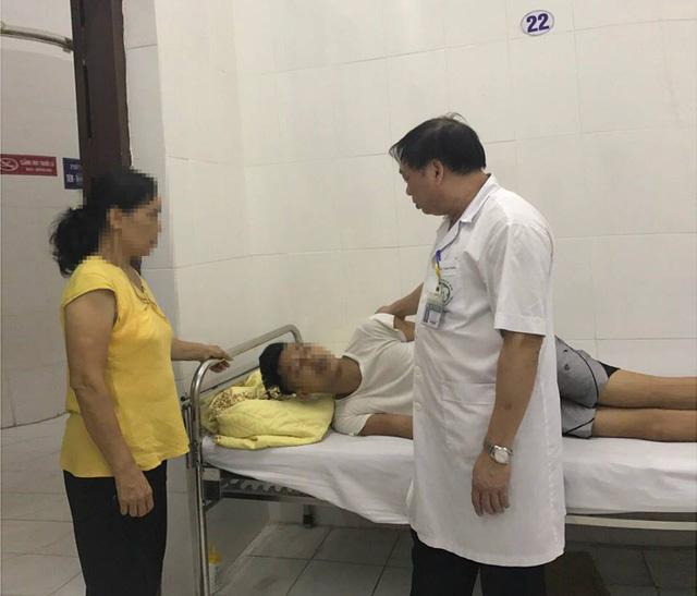 Một giờ căng thẳng giải cứu bệnh nhân đòi tự tử từ tầng 18 BV Bạch Mai - 1