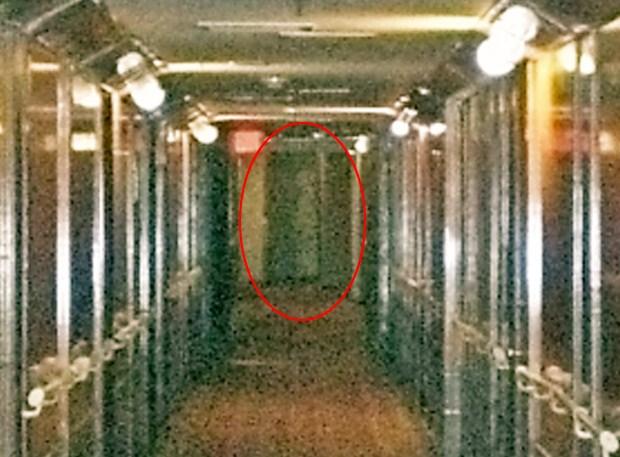 Lạnh gáy qua đêm trên con tàu ma huyền thoại ở California - 15