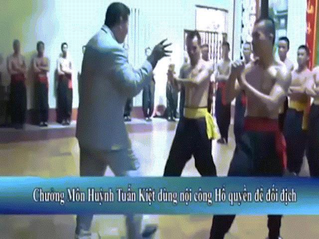 """Võ sư Vịnh Xuân gây sốc: """"Chấp"""" Nam Huỳnh Đạo dùng cước - 4"""