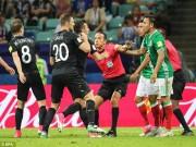 """Bóng đá - Confed Cup: Cầu thủ loạn đả, trọng tài dùng """"bảo bối"""" trị tội"""