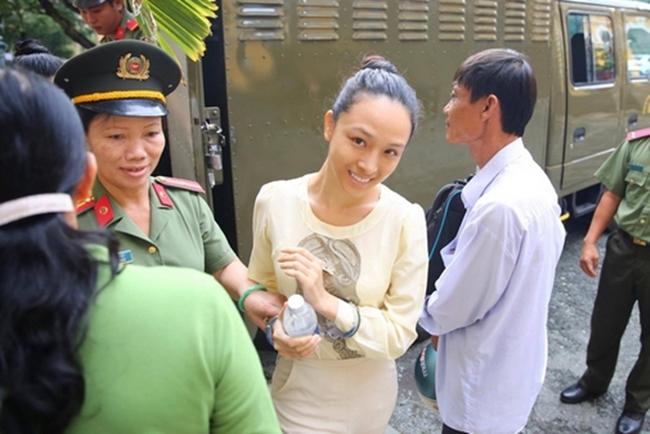 Trương Hồ Phương Nga là hoa hậu người Việt tại Nga năm 2007. Giữa tháng 2.2015, người đẹp bị bắt ở quận 2, TP.HCM với cáo buộc hành vi lừa đảo, chiếm đoạt tài sản trị giá 16,5 tỷ đồng của ông Cao Toàn Mỹ.