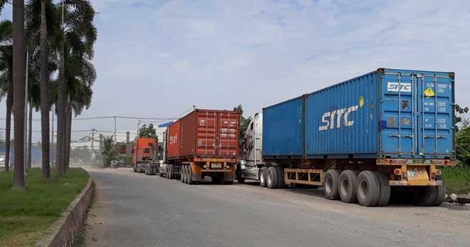 Xe container quần thảo ngày đêm, dân cầu cứu Thành ủy - 1