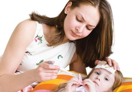 Dấu hiệu trẻ mắc sốt xuất huyết bị nặng cần cấp cứu - 1