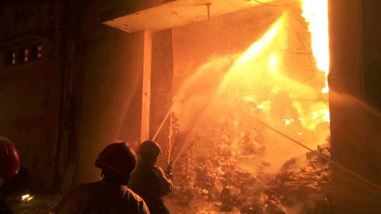 Toàn cảnh vụ cháy kinh hoàng ở cảng Sài Gòn - 1