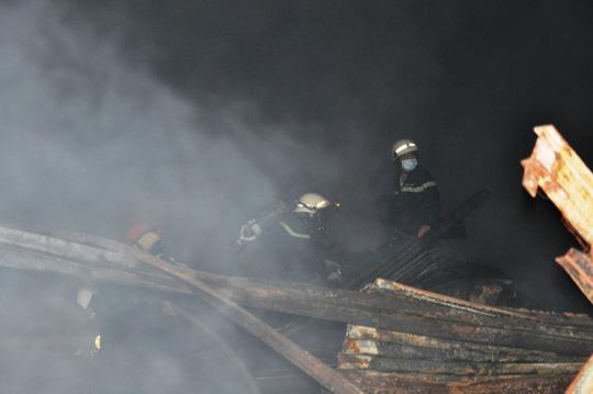 Toàn cảnh vụ cháy kinh hoàng ở cảng Sài Gòn - 4