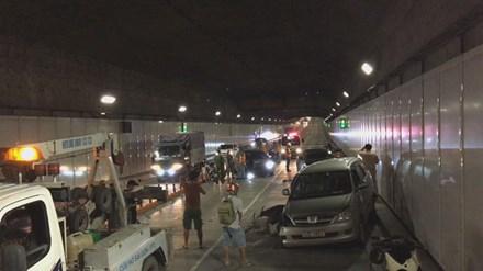 Ô tô chạy ngược chiều vào hầm Thủ Thiêm gây tai nạn liên hoàn - 1