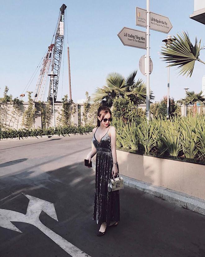 Em gái Angela Phương Trinh mặc bikini đẹp không thua chị - 11