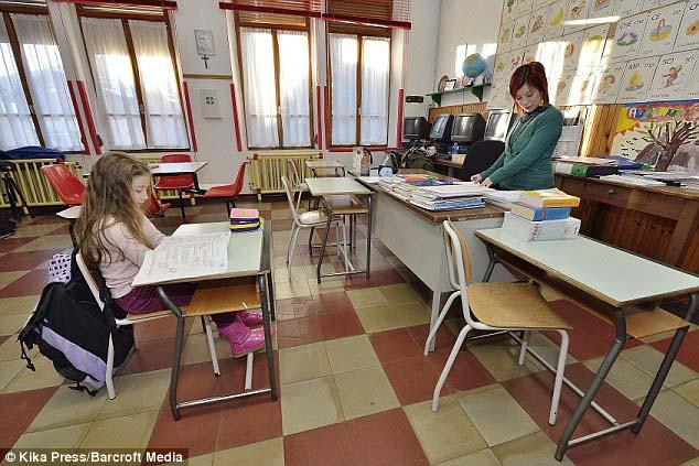 Ngôi trường lạ lùng nhất hành tinh: chỉ có 1 học sinh và 1 giáo viên - 1