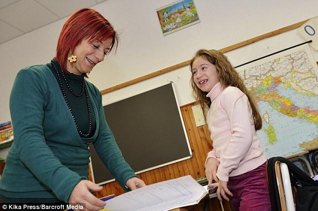Ngôi trường lạ lùng nhất hành tinh: chỉ có 1 học sinh và 1 giáo viên - 2