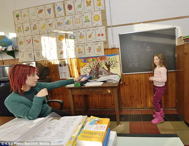 Ngôi trường lạ lùng nhất hành tinh: chỉ có 1 học sinh và 1 giáo viên - 4