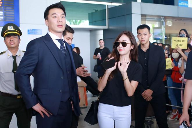 """Giữa trưa nắng, Jessica SNSD quá """"hot"""" nên khó thoát vòng vây fan Việt - 4"""