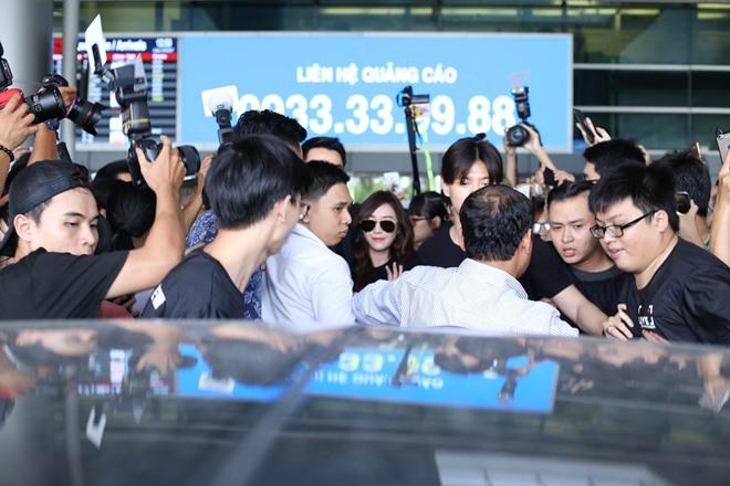 """Giữa trưa nắng, Jessica SNSD quá """"hot"""" nên khó thoát vòng vây fan Việt - 6"""