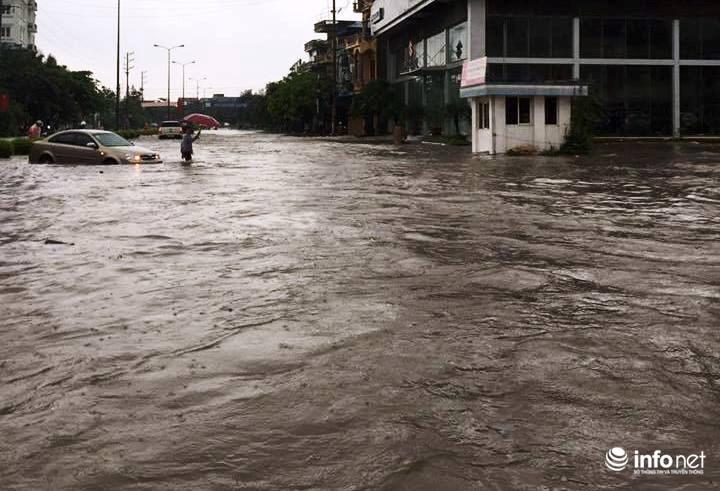 Thái Nguyên: Công bố tình trạng khẩn cấp, nhiều nơi ngập trong biển nước - 1