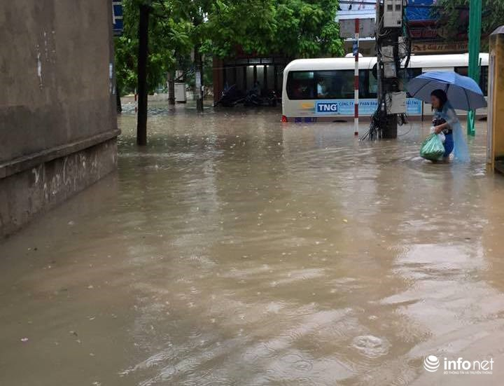 Thái Nguyên: Công bố tình trạng khẩn cấp, nhiều nơi ngập trong biển nước - 2