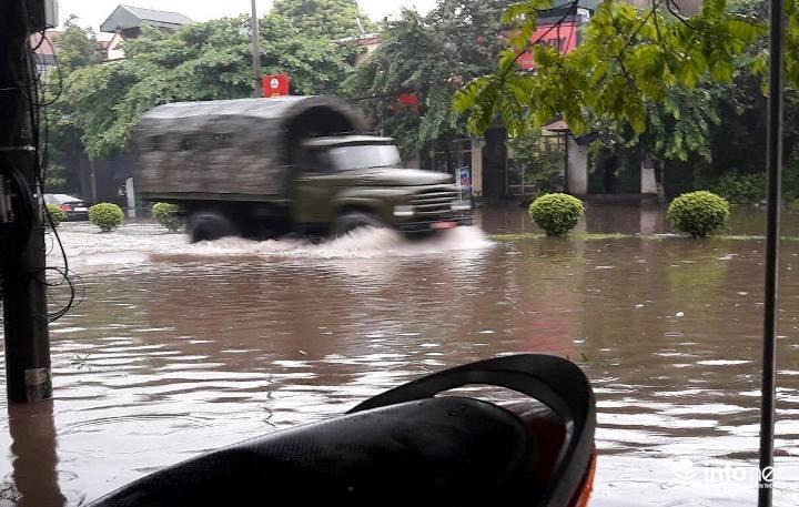 Thái Nguyên: Công bố tình trạng khẩn cấp, nhiều nơi ngập trong biển nước - 3