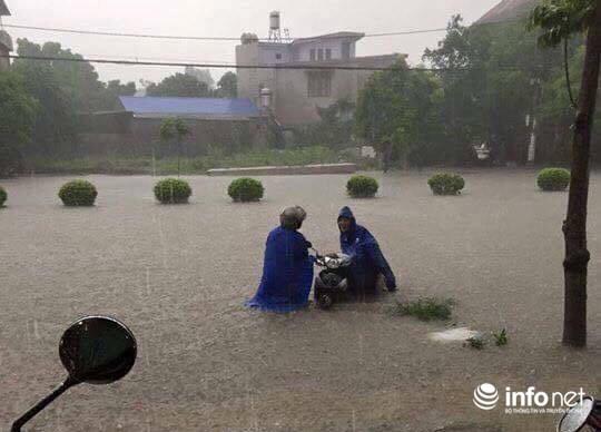 Thái Nguyên: Công bố tình trạng khẩn cấp, nhiều nơi ngập trong biển nước - 4