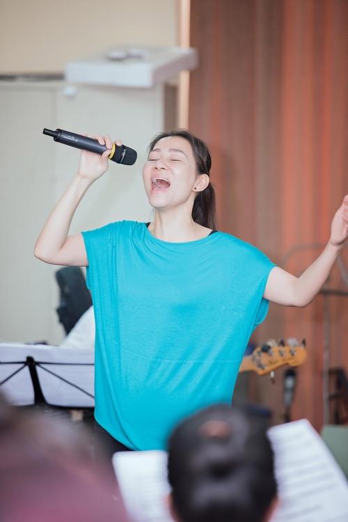 Choáng với trẻ trung, nuột nà của diva Khánh Hà ở tuổi U70 - 7