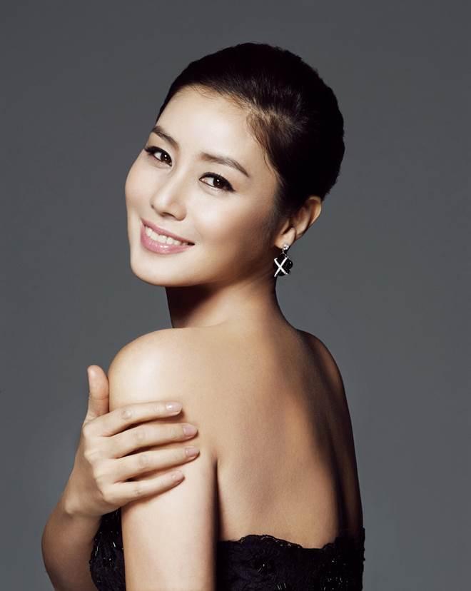 Phu nhân tỷ phú Hàn Quốc 50 tuổi vẫn nuột nà như thanh nữ - 9