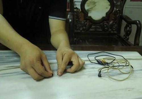 Hà Nội phát hiện thí sinh dùng tai nghe siêu nhỏ để gian lận - 1