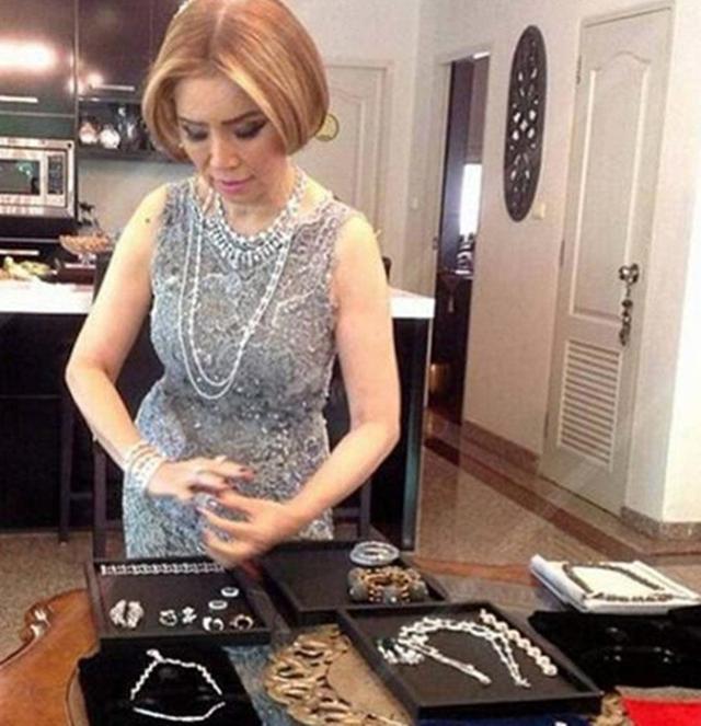 Choáng với cụ bà 60 tuổi được đại gia giàu nhất Dubai cưới làm vợ - 3