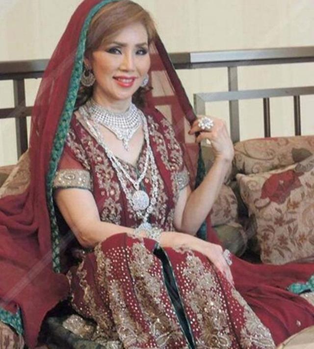 Choáng với cụ bà 60 tuổi được đại gia giàu nhất Dubai cưới làm vợ - 2
