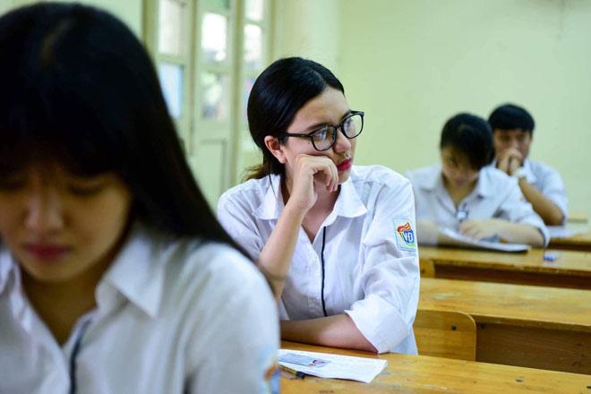 Hà Nội: 2 thí sinh mang điện thoại vào phòng thi môn Ngoại ngữ - 1