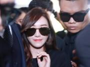"""Giữa trưa nắng, Jessica SNSD quá  """" hot """"  nên khó thoát vòng vây fan Việt"""
